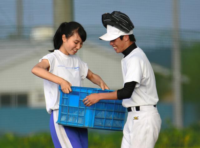ဂျပန်နိုင်ငံရဲ့ ကျောင်းအသင်းကလပ်တွေမှာ မိန်းကလေးမန်နေဂျာတွေ ရှိနေရတဲ့အကြောင်းအရင်း