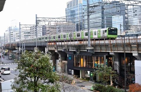 ရထားစီးရတာအရမ်းကြိုက်လာ?? လာပါပြီ ရထားလမ်းအောက်က ဟိုတယ်!!!!