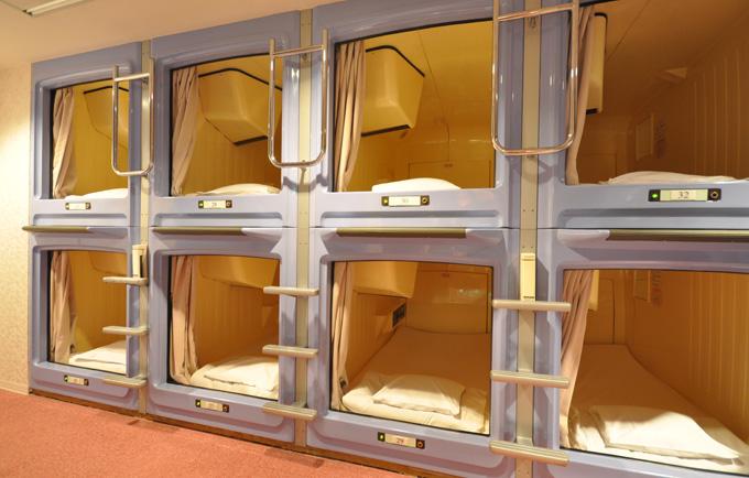 ဂျပန်နိုင်ငံကအစပြုခဲ့တဲ့ Capsule Hotel ကမ္ဘာတစ်၀ှမ်းလုံးမှာ တိုးတက်ပြောင်းလဲလာ!!!