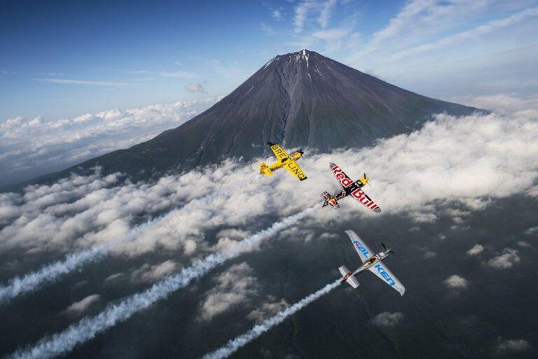Air racing လေယာဥ်နဲ့ သမိုင်းဝင် Zero Fighter ဘယ်တစ်ခုပိုသာသလဲ ?!!