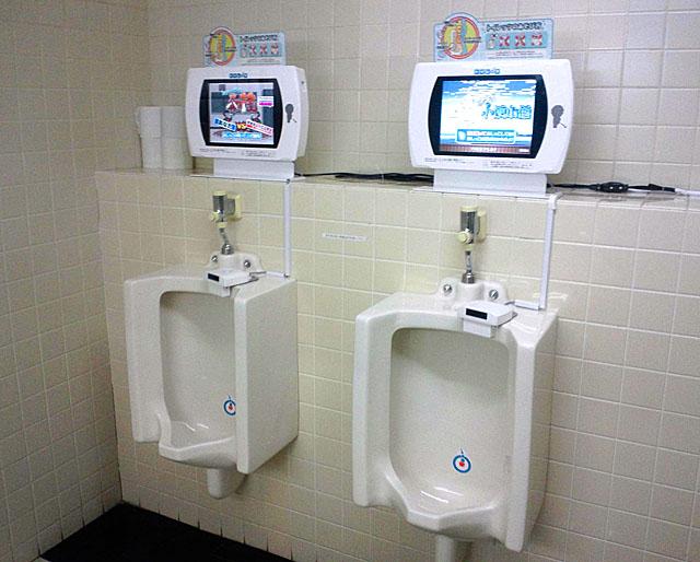 Toilet ထဲမှာ ယောက်ျားလေးသီးသန့်သာဆော့နိုင်တဲ့ဂိမ်းကို တီထွင်မိသောအခါ ?