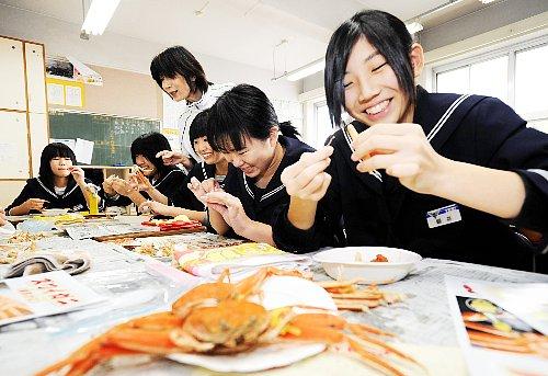 စာသင်ကျောင်းမှာ ကဏန်းဘယ်လိုစားရမလဲသင်ပေးတဲ့ Fukui ခရိုင် !!!
