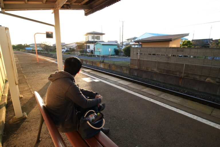 ရထားစောင့်နေတဲ့အချိန် ဒန်းစီးပြီးဖုန်းအားသွင်းနိုင်မယ့် Chiba ခရိုင်ရဲ့ပြောင်းလဲမှု