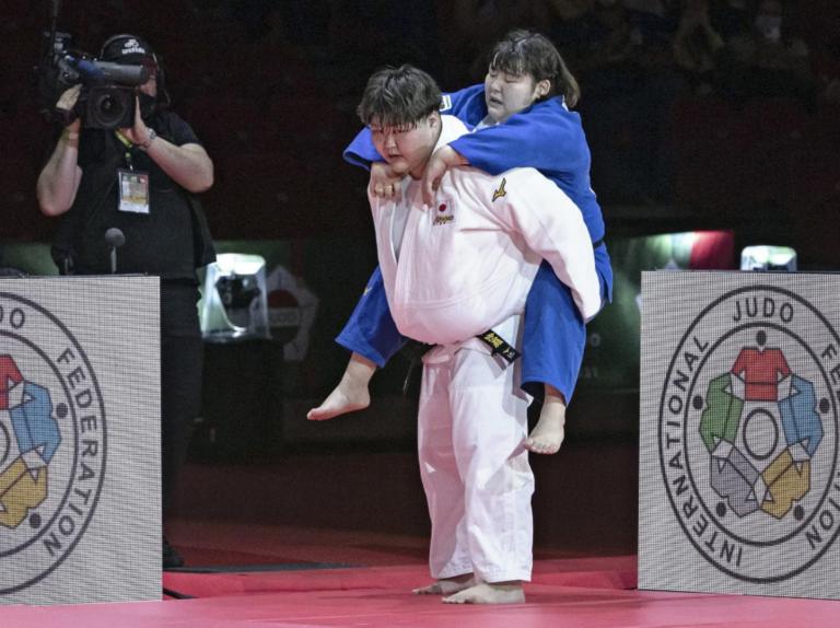 ဒဏ်ရာရသွားတဲ့ပြိုင်ဘက်ကို ပစ်မထားခဲ့နိုင်ဘူး။ (ချန်ပီယံတစ်ယောက်ရဲ့ဂုဏ်သိက္ခာကို ကမ္ဘာသို့ချပြခဲ့တဲ့ ကစားသမား Asahina)