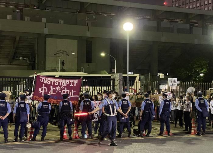 အိုလံပစ်ရဲ့နောက်ကွယ်ကအရှုပ်တော်ပုံနှင့် ထာဝရဖျက်သိမ်းဖို့ တောင်းဆိုခဲ့တဲ့ဆန္ဒပြမှုပေါ်ပေါက်ခဲ့!!! ထိုတောင်းဆိုမှုက ?