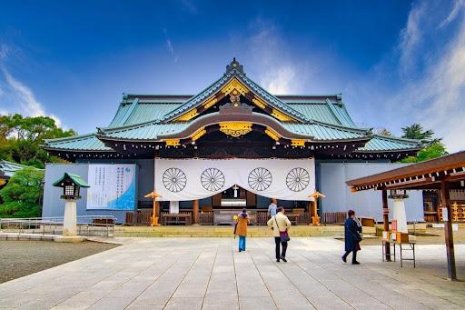 နိုင်ငံရေးပြဿနာလည်းဖြစ်လာတဲ့ Yasukuni နတ်ကွန်းမှာ ဘာတွေရှိနေလို့လဲ?